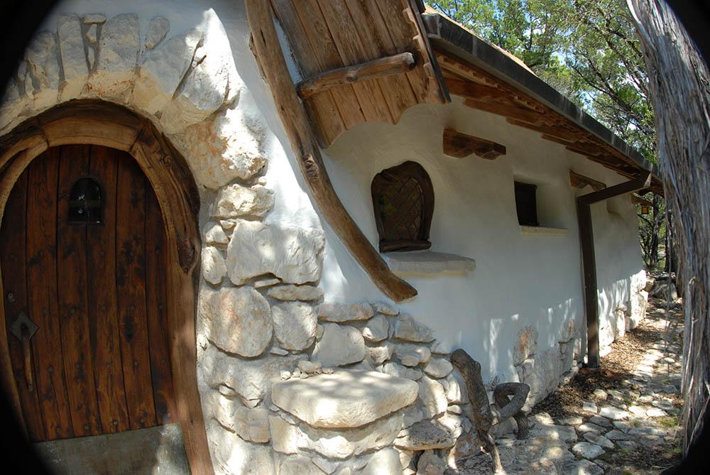 Zukers Medieval Cottage I Love Cob